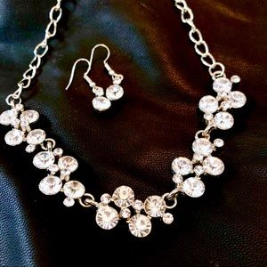 Jewelry - NWT Stunning Necklace & Earrings Set Diamond Cut